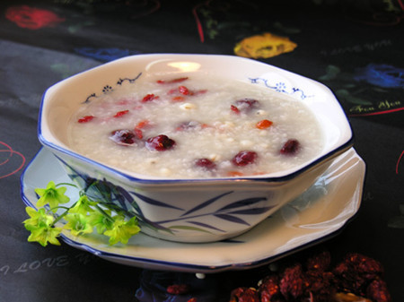 红豆薏米红枣粥功效 薏米和薏仁的图片 薏米植物图片 薏米茶