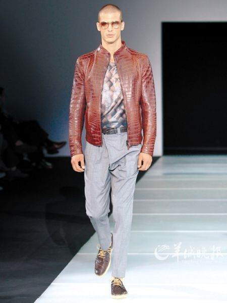 """干练十足的夹克衫,绝对是特工们最青睐的""""运动装""""(Giorgio Armani)"""