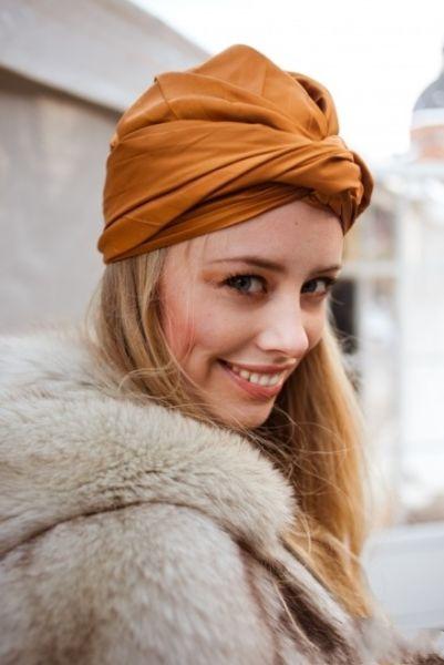 橙色围巾靓丽时尚