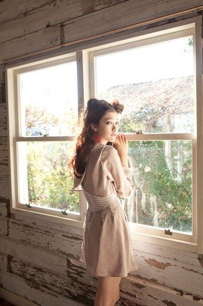 蕾丝拼接材质的连衣裙可爱迷人