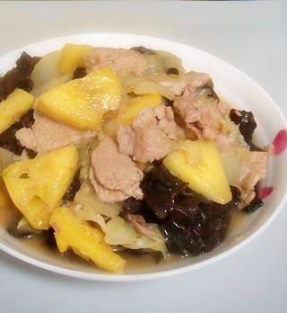 营养全面的菠萝白菜炒肉