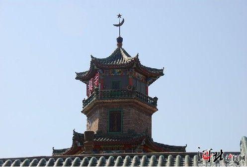 北坞清真寺坐落在自治县境内最大的回族村——北坞
