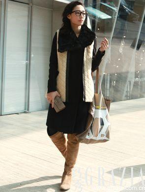 长款大衣同时搭配羊毛背心很fashion却很挑身材