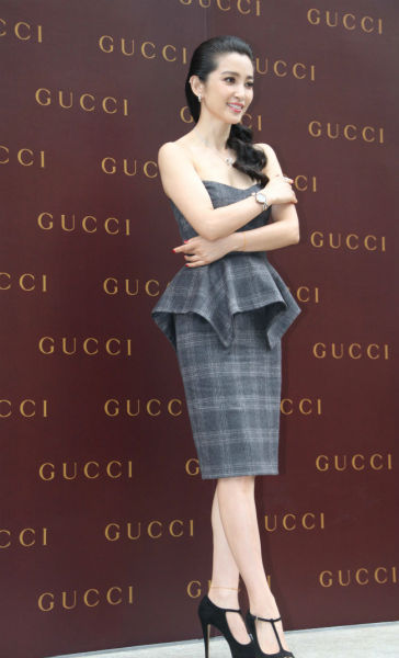 李冰冰身穿Gucci早秋系列灰色格子抹胸鱼鳍裙