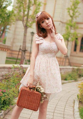 端庄复古春色的花卉图案连衣裙