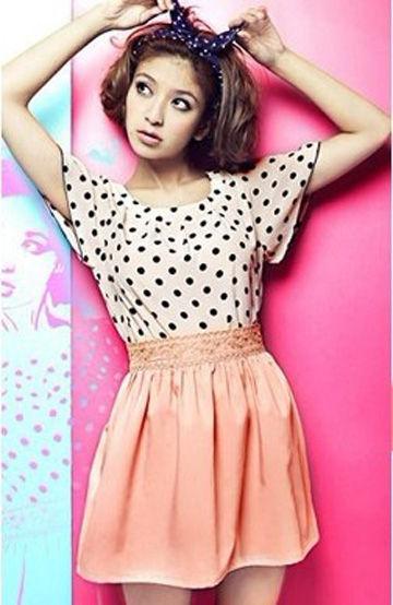 粉嫩的橘色短裙非常衬肤色