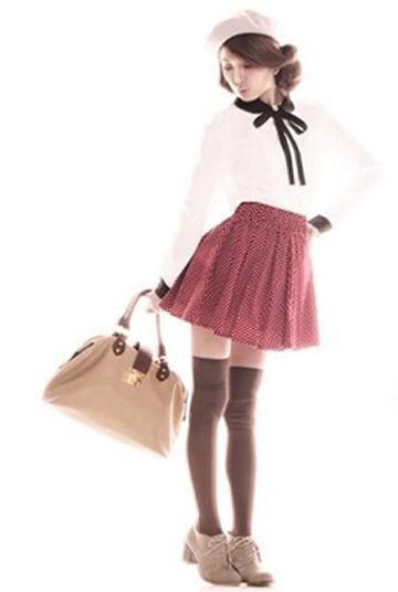 充满了复古味道的酒红色短裙