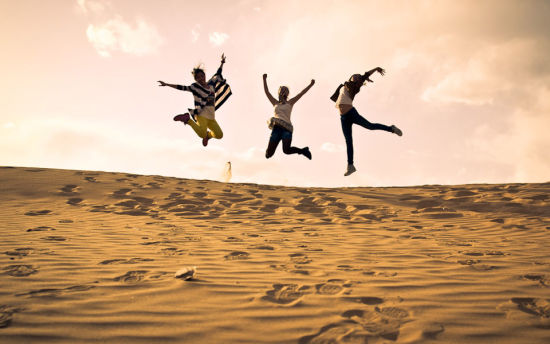 在沙漠尽情撒野 新浪河北旅游配图
