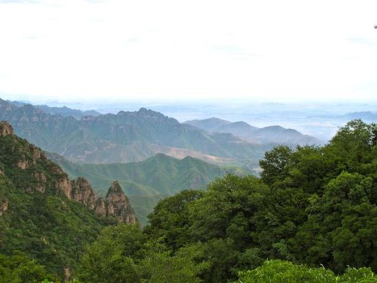 群峰叠嶂的山峦如大地盆景