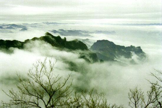 天门山云海