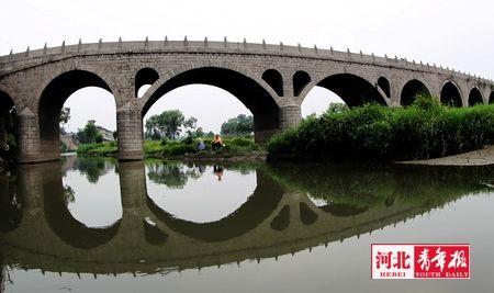进镇的石桥建于清代,已在这里守护了两百余年