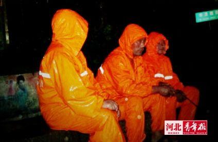 ■@邢哲-Samuel :排水人员雨中坚守岗位