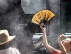 杭州公交站喷雾送清凉