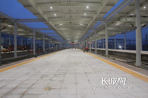 秦皇岛火车站是秦皇岛市对外沟通交流的重要门户,车站周边密集分布