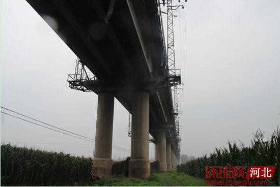 秦皇岛铁路高架桥上发生交通事故致9死3伤