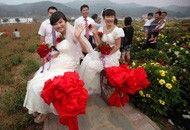 北京大学生村官独轮车娶妻