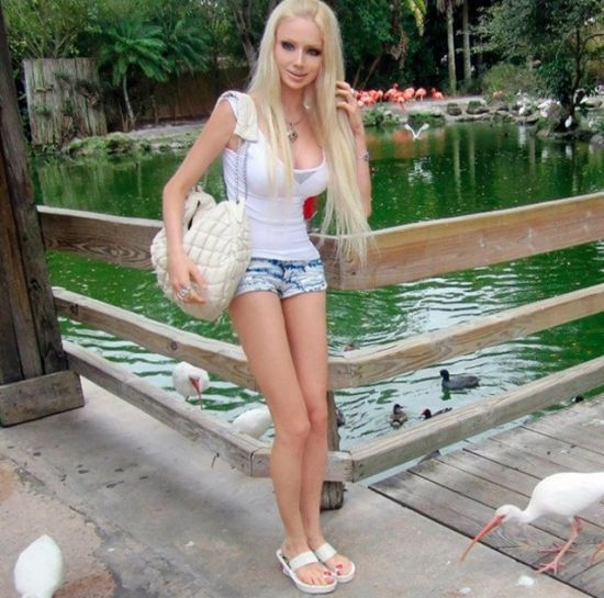 乌克兰金发美女酷似芭比娃娃而爆红网络