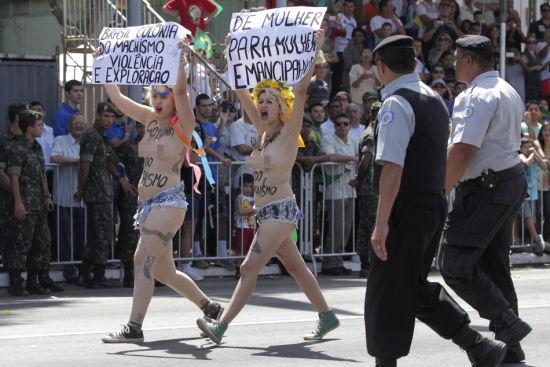 图文:巴西独立日阅兵式遭赤裸女权主义者闹场