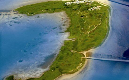 月坨岛,地处唐山市乐亭县西南的渤海臂湾之中