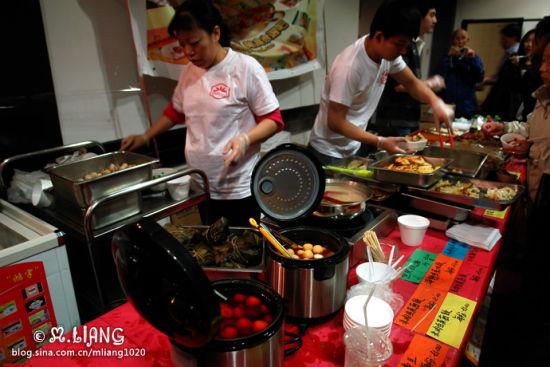 沙茶或辣味的鱼蛋,以及各种煎饺。