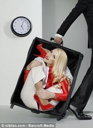 俄美女柔术大师精彩办公室另类照