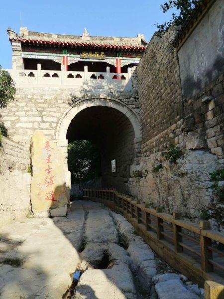 秦皇古驿道风景区内保留了原始的.