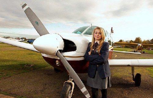 瑞秋目前可以驾驶四座小型飞机,她的飞行时间已经长达50小时