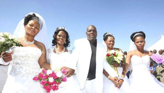 南非祖鲁是南非九大黑人部族中人数最多的民族