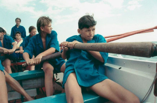 法国女摄影师克劳玎・杜蕊(Claudine Doury)的一组作品,她对青少年情感的微妙描写感动了很多人,几乎像写日记一样用彩色影像记录与娜塔莎和谢尔盖、萨沙、伊戈尔和塔尼娅等青少年的交流。