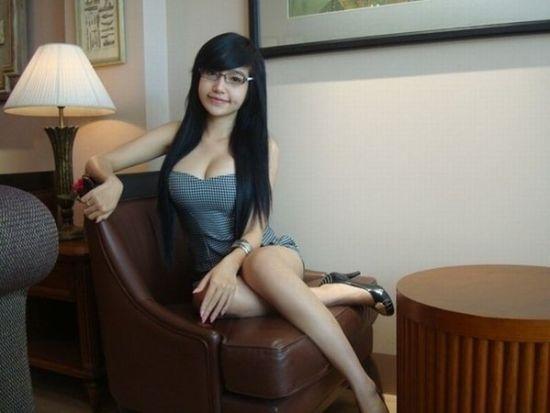 越南少女Elly Tran Ha,最近推出清纯写真,这是继代言网游,代言内衣后,掀起新一轮的网友热捧。这位1993年出生于胡志明市的越南少女,颠覆了全世界对越南保守的固定思维。