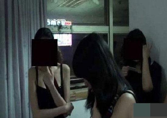 曾经的裸聊经历让小娜痛苦不已。小娜说,即将离开的这个城市,已没有什么值得她留恋的了,之所以讲述自己,就是让其他人引以为戒