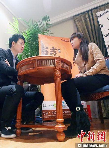 """2012年12月2日,江苏南京一场""""富豪征婚""""的""""海选""""面试在一家高档会所进行,上百名精致优雅的年轻女孩,必须""""过五关、斩六将"""",才能最终被选出。"""