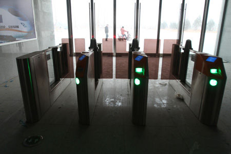■出站口设备已安装完毕
