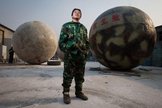 """河北农民自制""""救援逃生球""""称不迷信末日"""