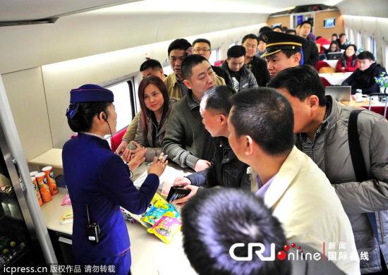 京广高铁开通首日餐饮供应不足列车长道歉