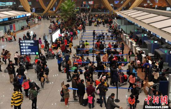 受大雾天气影响7500名旅客滞留昆明机场