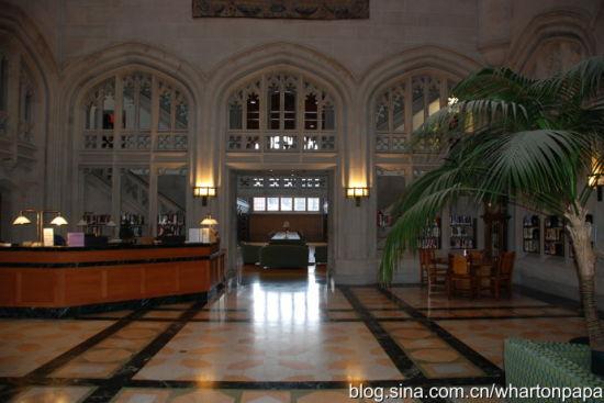 图书馆大厅(图片来源:陈伟)