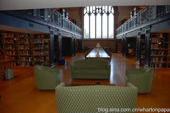图书馆阅览室(图片来源:陈伟)