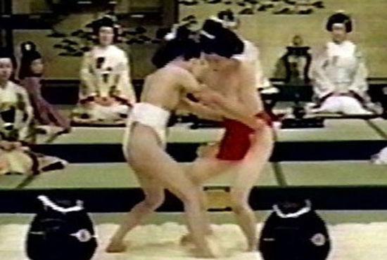 揭秘日本女相扑如何从色情到竞技