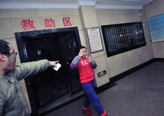 记者扮流浪汉进救助站遭围殴