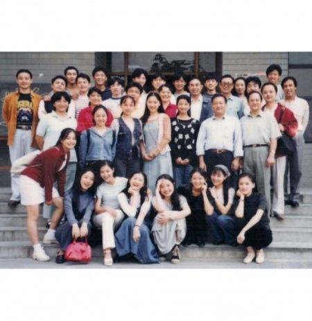 最大牌的北影校花绝对是赵薇!赵薇在96年以全国第一的成绩考入中国大陆知名电影学府北京电影学院表演系本科班。