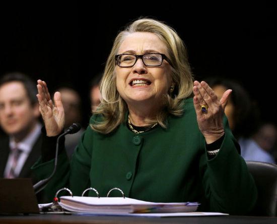 2013年1月23日,希拉里参加国会就美国驻利比亚班加西领事馆遇袭事件举行的听证会,情绪激动,时笑时怒,一度哽咽。