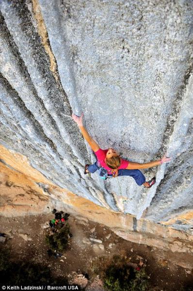 19岁女孩完成全球最难攀岩路线