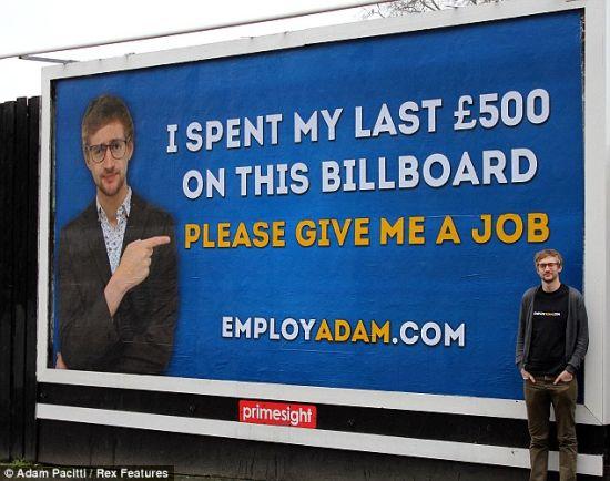 毕业生租广告牌找工作获成功