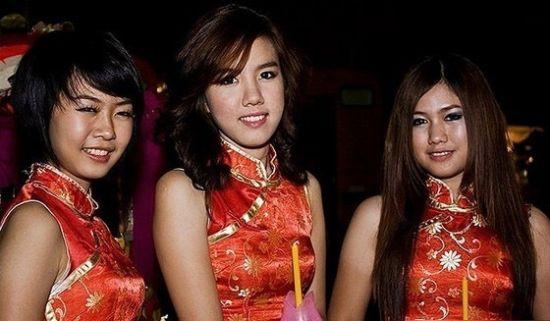 美女不仅是天生的,也是被塑造的,泰国女人从小就训练有素。