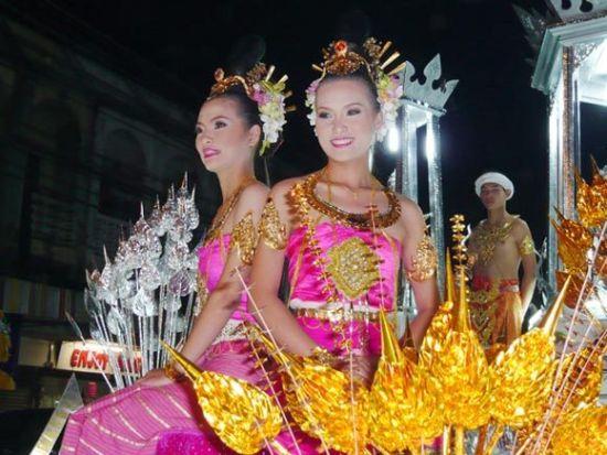 许多泰国女性在谈到自己迟迟不结婚的原因时都会不无讽刺地说,泰国男人分为两种,或女性化或不专一。