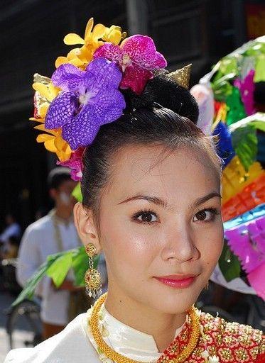 """在以盛产""""人妖""""闻名于世的泰国,由于获得了相对自由和宽松的社会环境和大众认可度,""""人妖""""这一特殊群体得以迅速扩大。"""