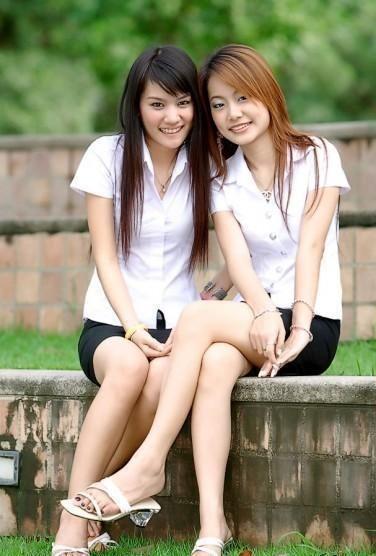 此外,泰国人历来格外随性自由,不喜束缚。这一点对男性来说尤甚,所以泰国男性在面对感情时三心二意的比例也相对较高。