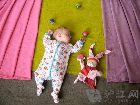 宝宝睡觉创意照:怎一个萌字了得(组图)_新浪河北教育