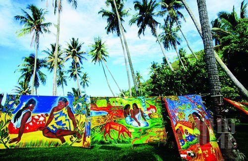 小岛上的生活里除了土生土长的岛民,还有很多外来的旅人永远地留在这里